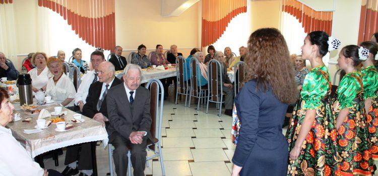Концерт для ветеранов к Дню освобождения узников концлагерей