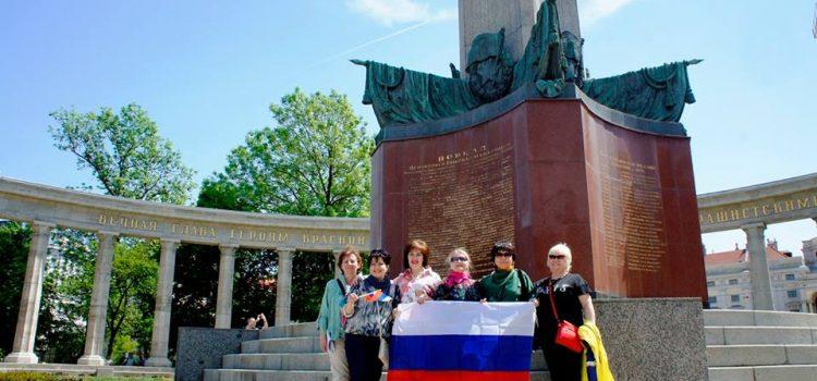 Возложение цветов к Памятнику советским воинам